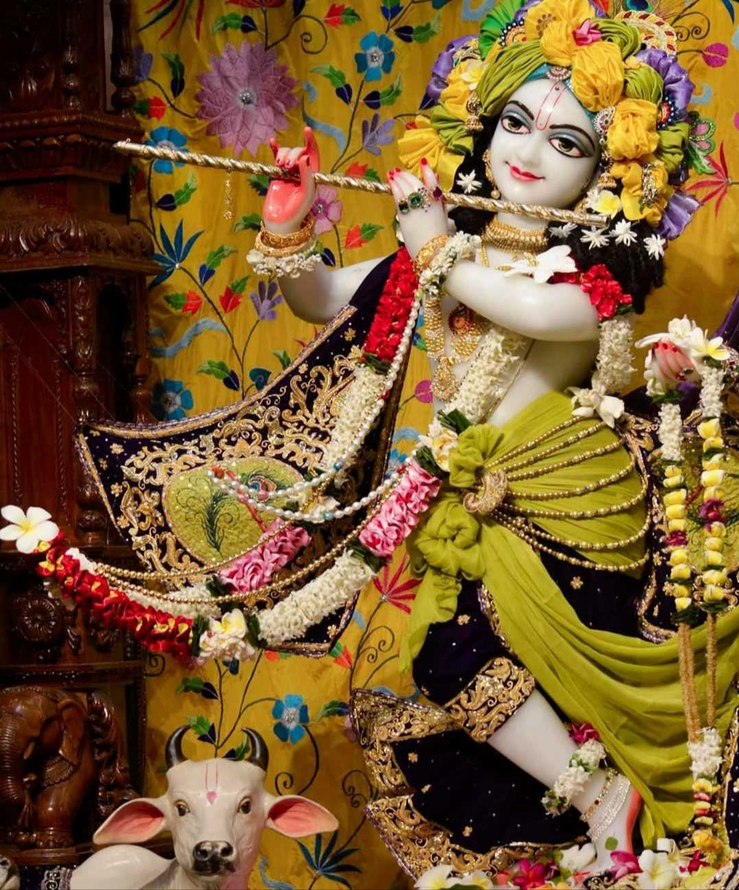 Iskcon Krishna Instagram Wallpapers - Iskcon Shree Krishna Instagram Wallpapers. Iskcon community dedicated to the devotion of Shree Krishna. You no need to worry about problems if you believe in Lord Krishna.